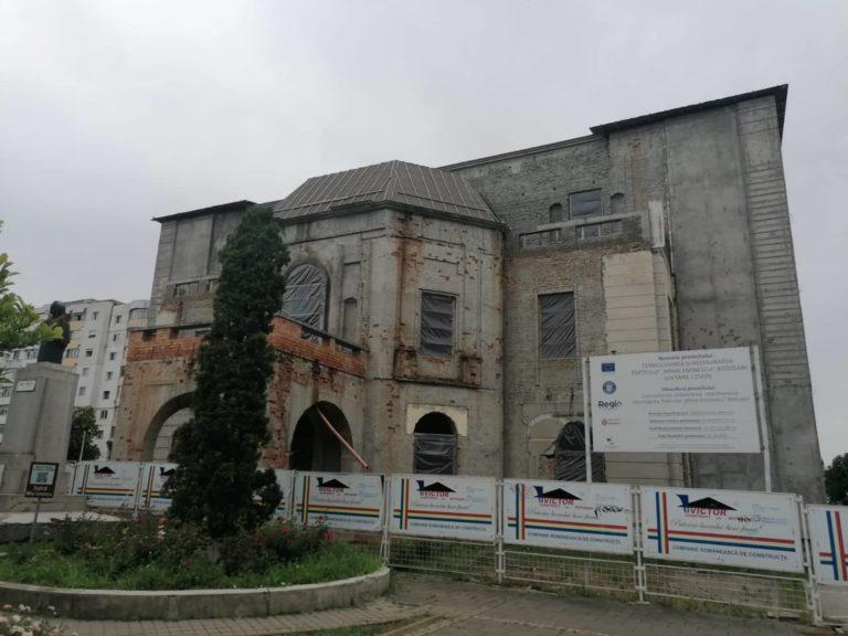 Firme interesate de lucrările de reabilitare a Teatrului Eminescu