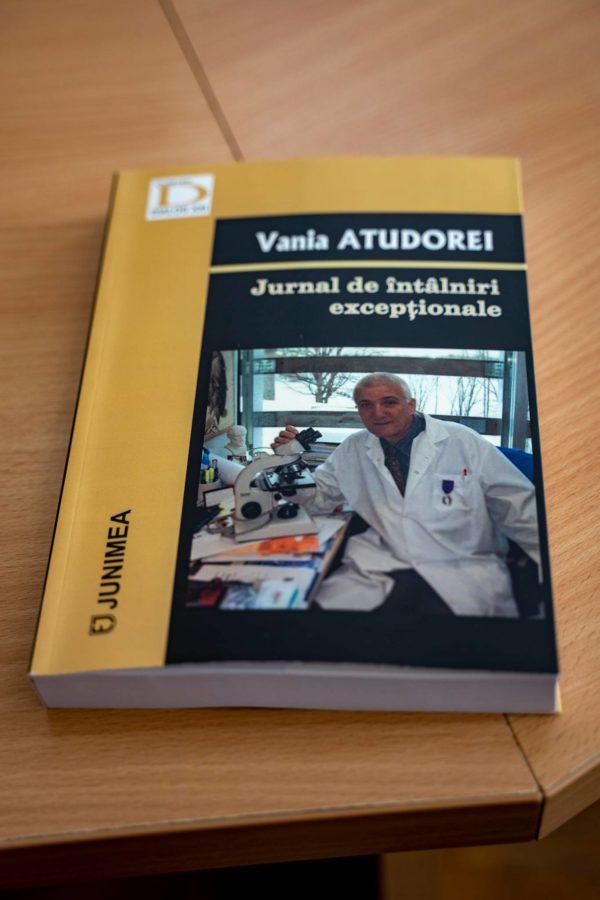 Vania Atudorei, cetățean de onoare al municipiului, și-a lansat cartea și în județul vecin