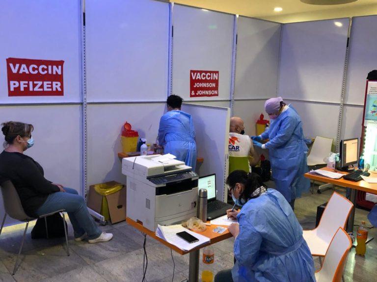Maraton de vaccinare la mall