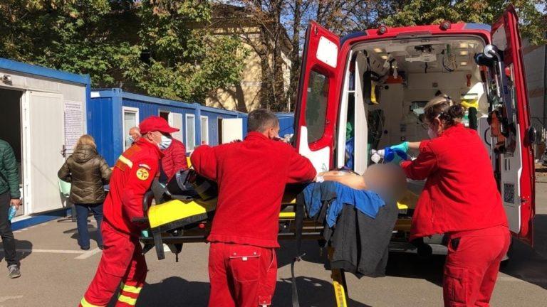 Bărbatul înjunghiat a murit în braţele medicilor (video)
